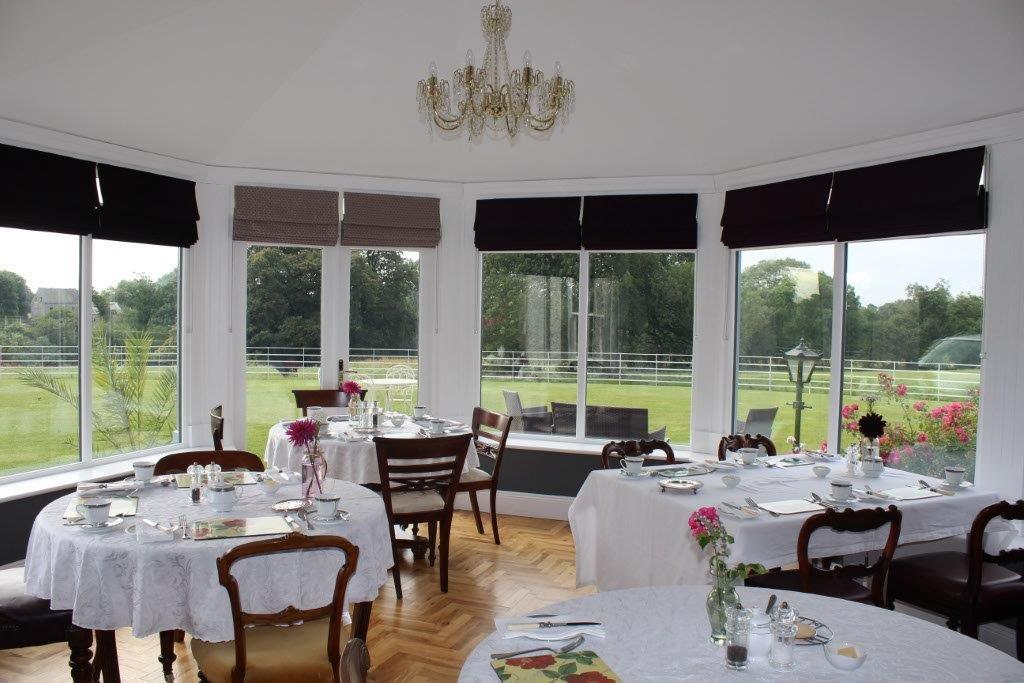 Boyne-View-Bed-and-Breakfast-Breakfast-Room-Window-View-2-