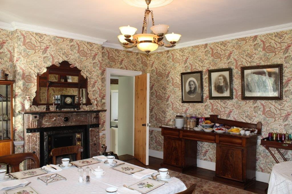 Boyne-View-Bed-and-Breakfast-Breakfast-table