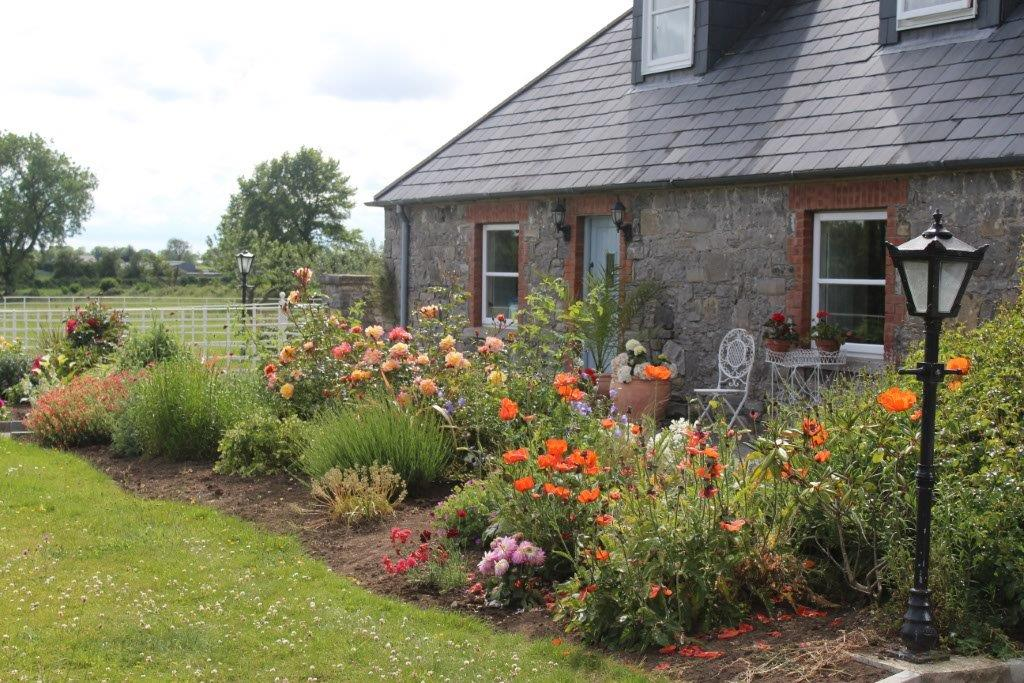 Boyne-View-Bed-and-Breakfast-Exterior-Flower-Beds-1