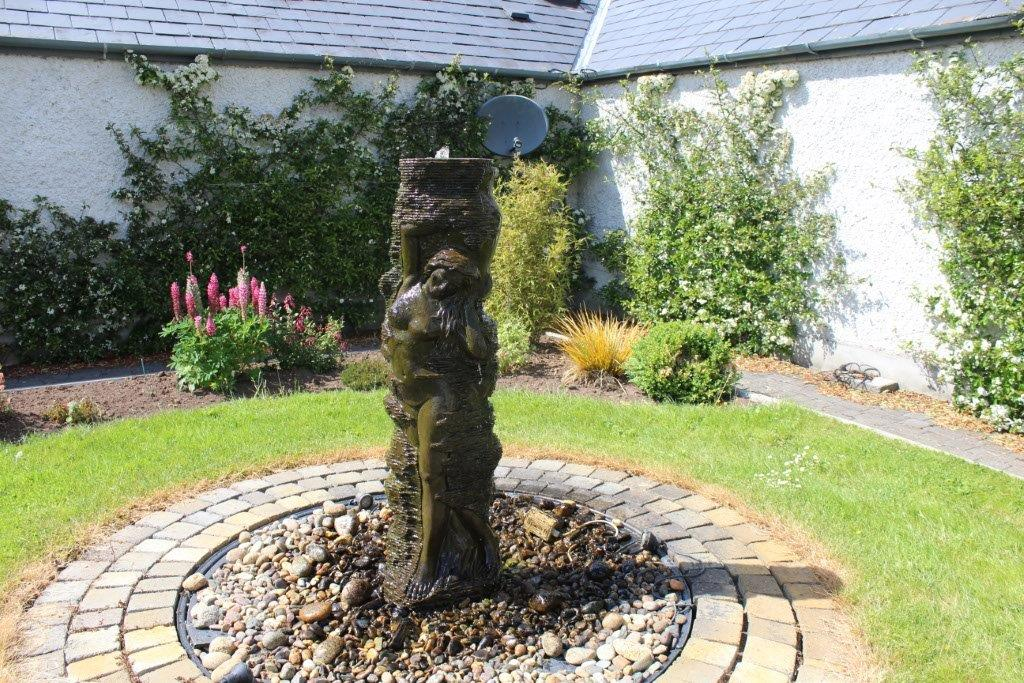 Boyne-View-Bed-and-Breakfast-Exterior-Garden-Fountain