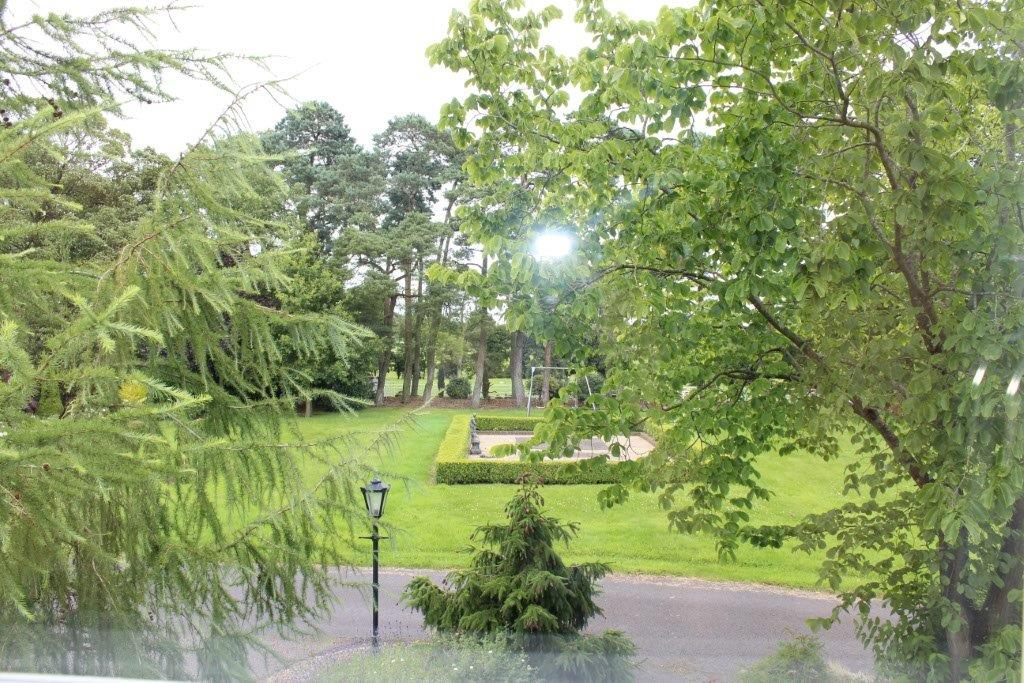 Boyne-View-Bed-and-Breakfast-Gold-Room-View-from-Window
