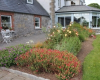 Boyne-View-Bed-and-Breakfast-Exterior-Flower-Beds-3