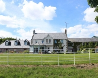 Boyne-View-Bed-and-Breakfast-Exterior-view-of-Front-from-River