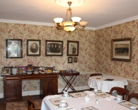 Boyne-View-Bed-and-Breakfast-interior-breakfast-room-showing-portraits