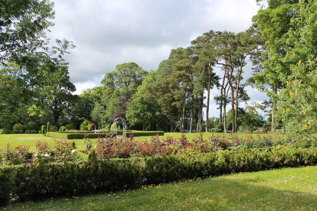Boyne View Bed and Breakfast Exterior Extensive Gardens